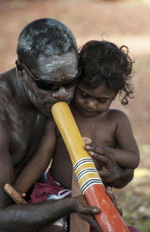 Yolungu Artists in Nhulunbuy